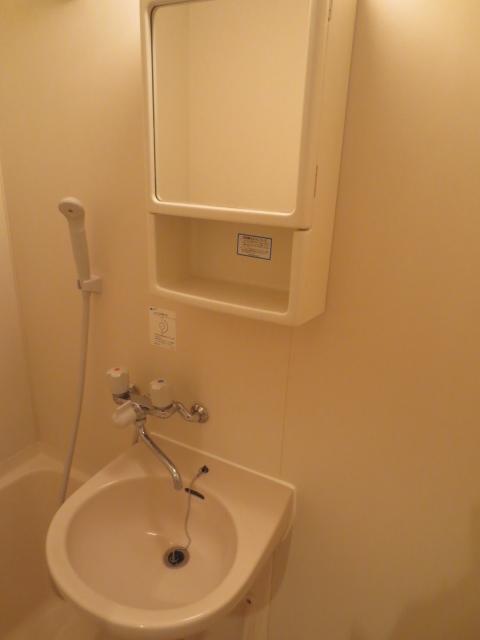 アパルトマン緑が丘 102号室の洗面所