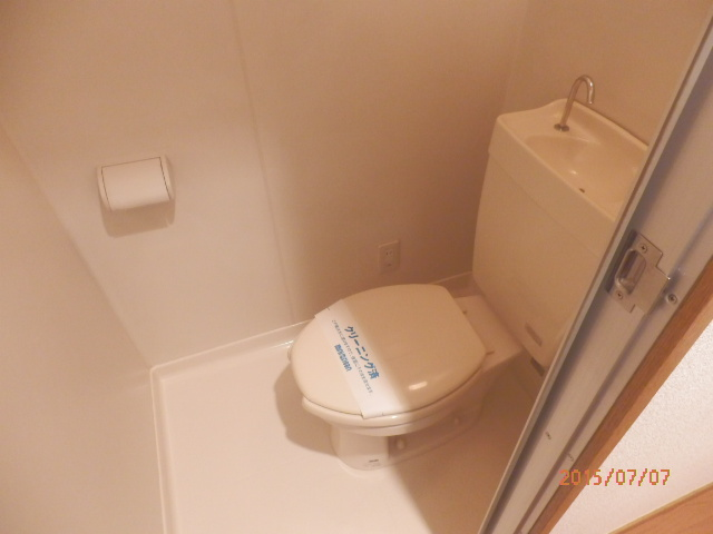 チェリーメゾン自由が丘 202号室のトイレ