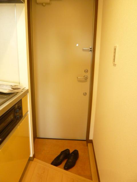 スリーアローズ馬込 101号室の玄関
