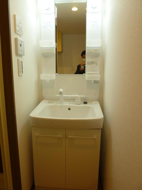 スリーアローズ馬込 101号室の洗面所