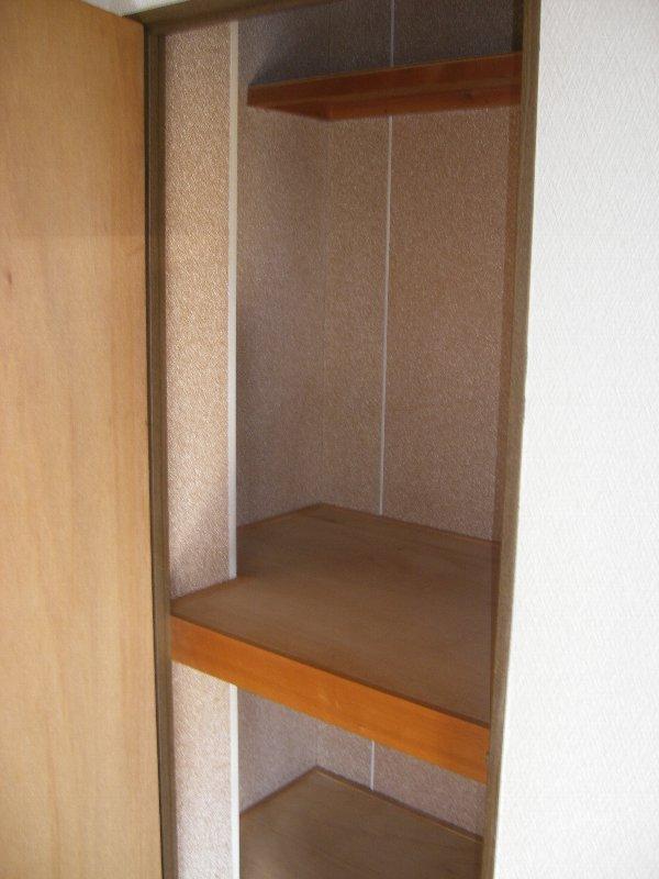 コスモハイツ極楽 205号室の収納