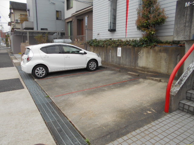 Mクワトロ 105号室の駐車場