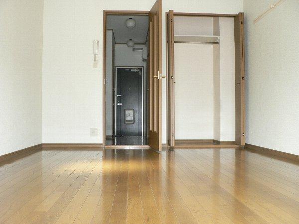 パセオ神里 2B号室のベッドルーム