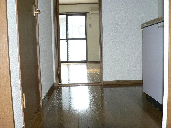 パセオ神里 2B号室のエントランス