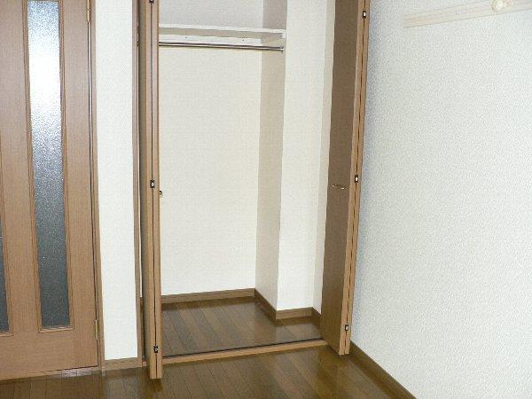 パセオ神里 2B号室の収納