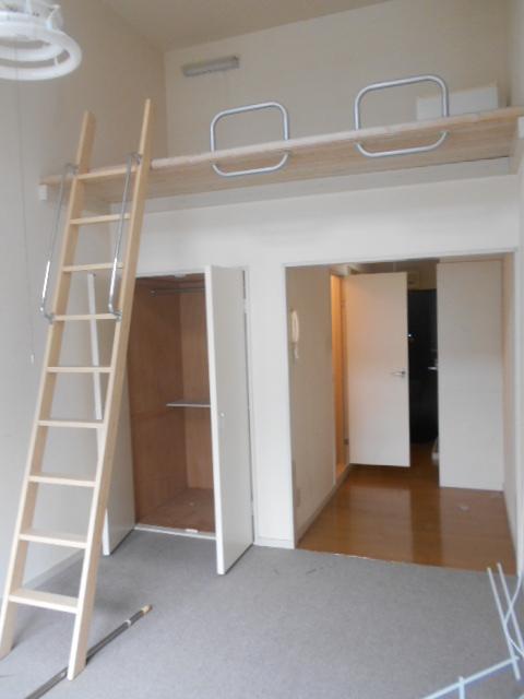 ティーエムズ香坂 204号室のリビング