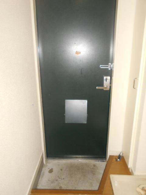 ティーエムズ香坂 204号室の玄関