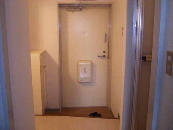 カーサ上社 105号室の玄関