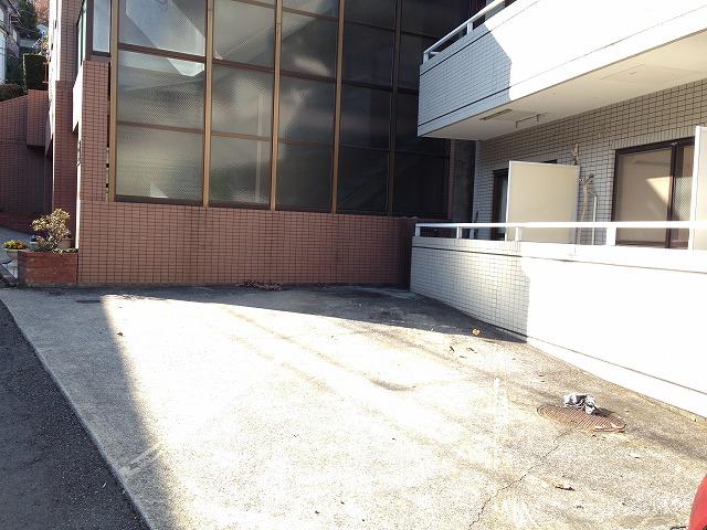 岸ハイツ 105号室の駐車場