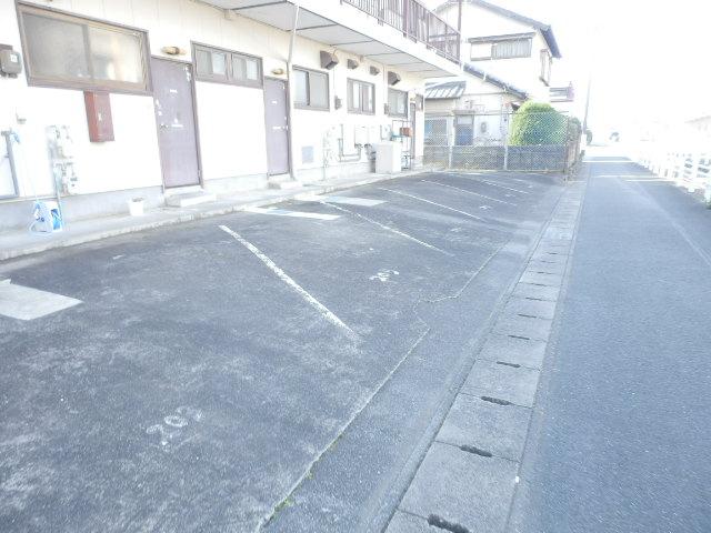 コーポ米津 103号室の駐車場