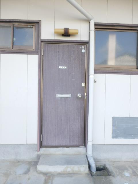 コーポ米津 103号室の玄関