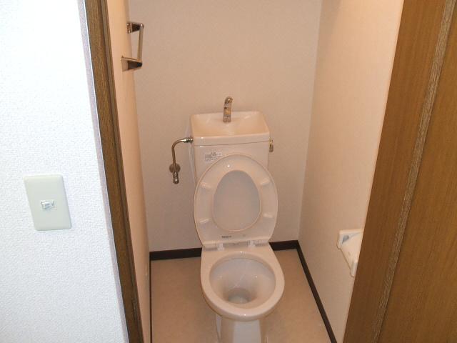 サニーハムレットC 402号室のトイレ