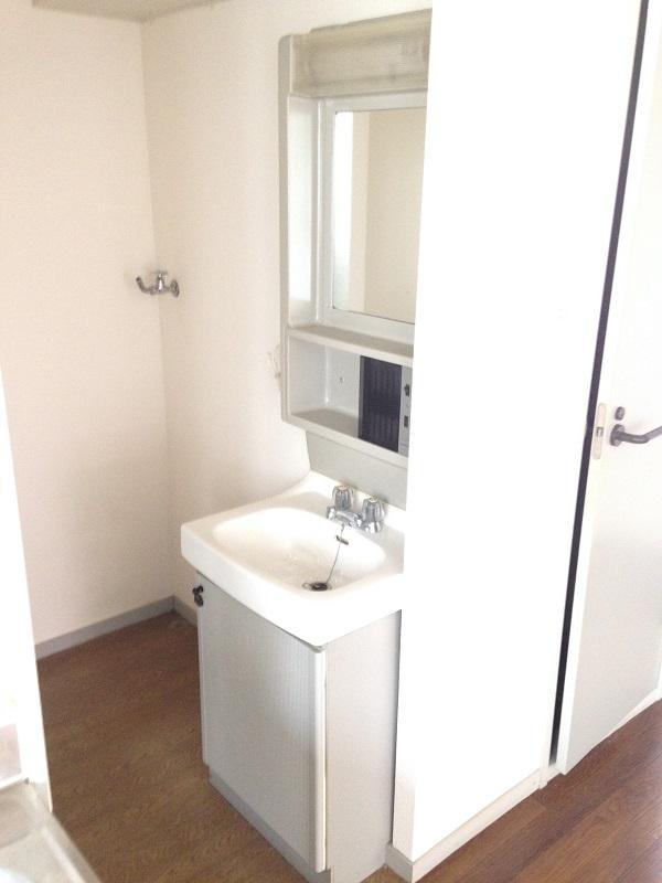 ウィンディア飯田 102号室の洗面所