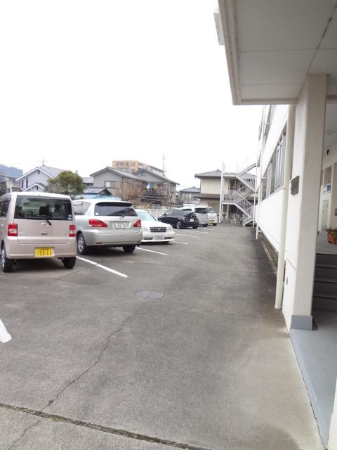 都築ハイツ 205号室の駐車場