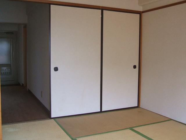 都築ハイツ 303号室のリビング