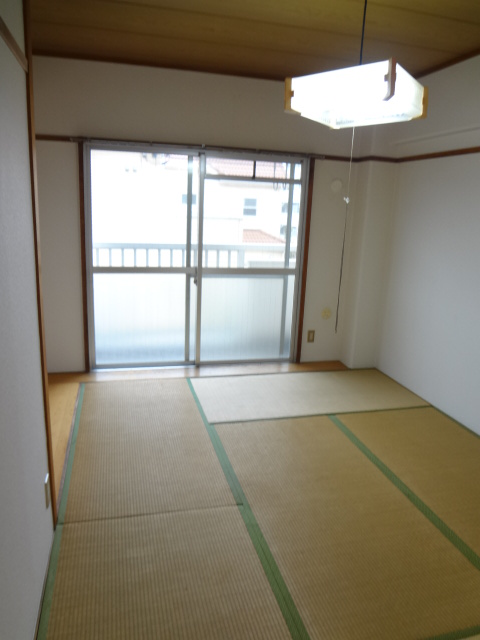都築ハイツ 305号室のリビング