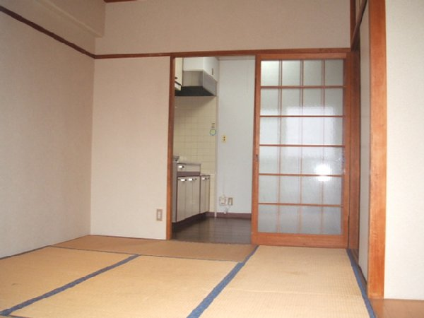 都築ハイツ 201号室の玄関