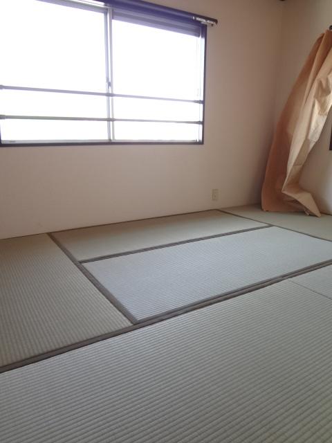 第三ちほコーポ 201号室の居室