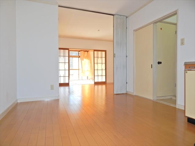 オリーブマンション 203号室のリビング