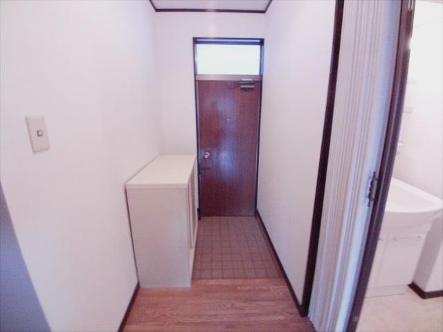 第二メゾン嶋田 205号室の玄関
