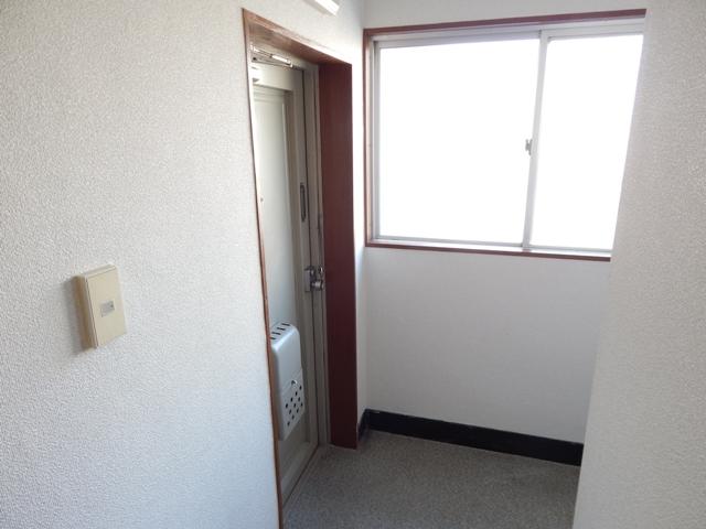 難波ビル 202号室の玄関