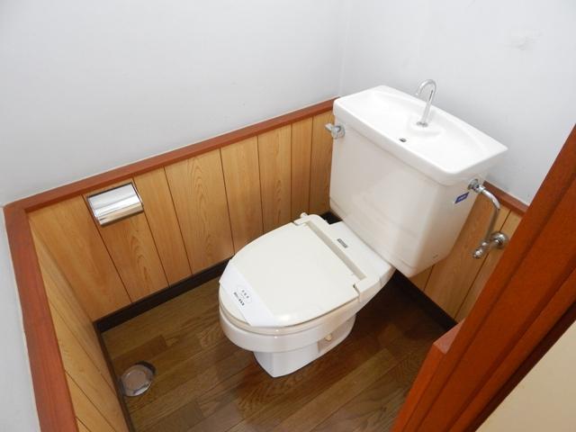 難波ビル 202号室のトイレ