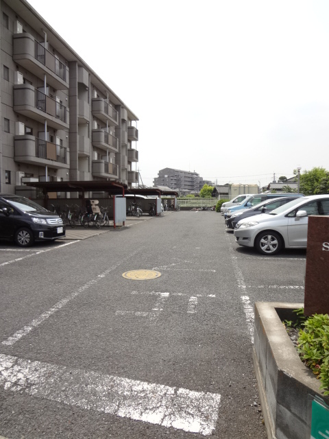 サンライズマンション大宮 406号室の駐車場