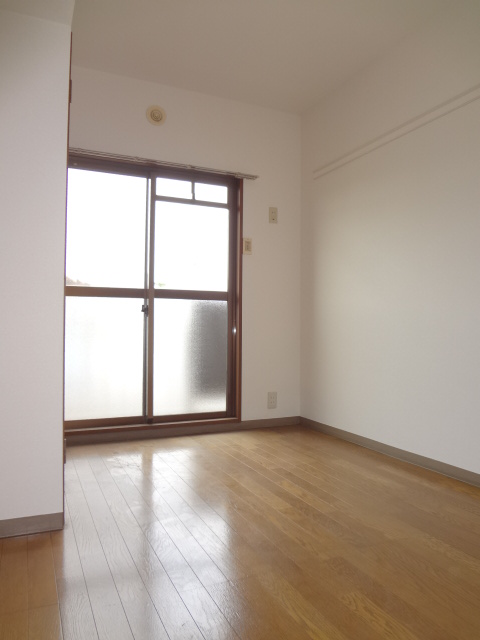 サンライズマンション大宮 406号室のリビング