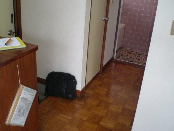 川上ハイツ 201号室の玄関
