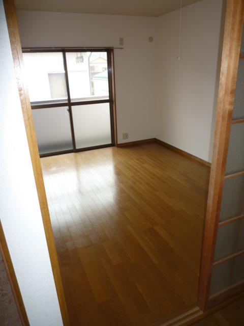 カーサAOKI 202号室のリビング