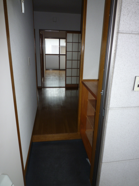 カーサAOKI 202号室の玄関
