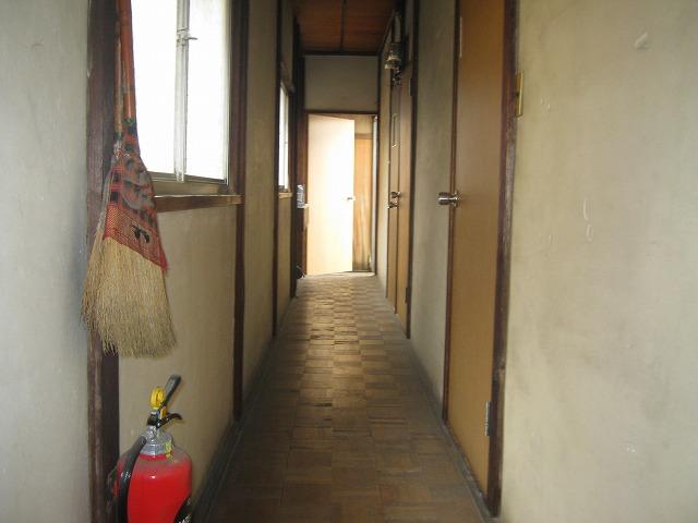 和泉荘 6号室のエントランス