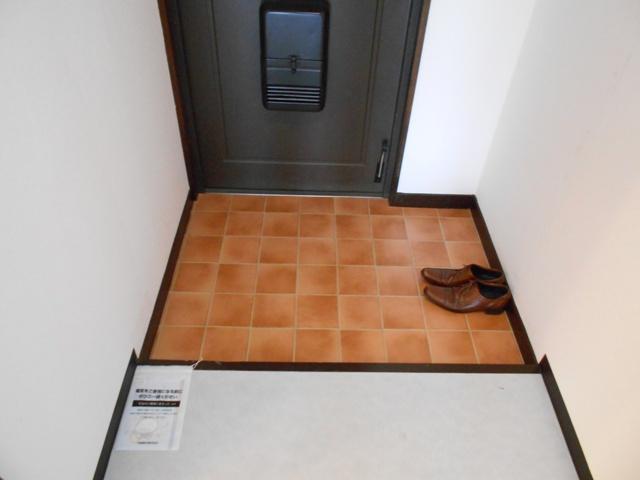 プルミエール 302号室の玄関