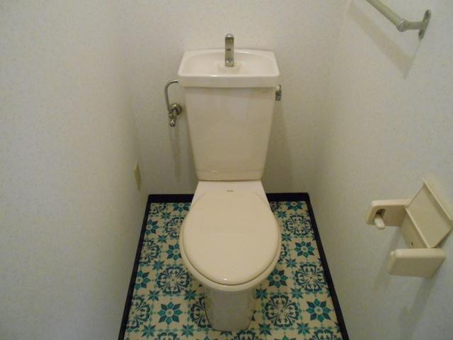 プルミエール 302号室のトイレ