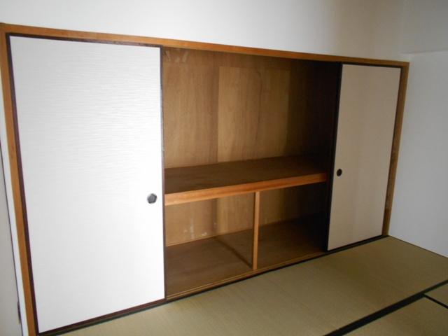 プルミエール 302号室の収納