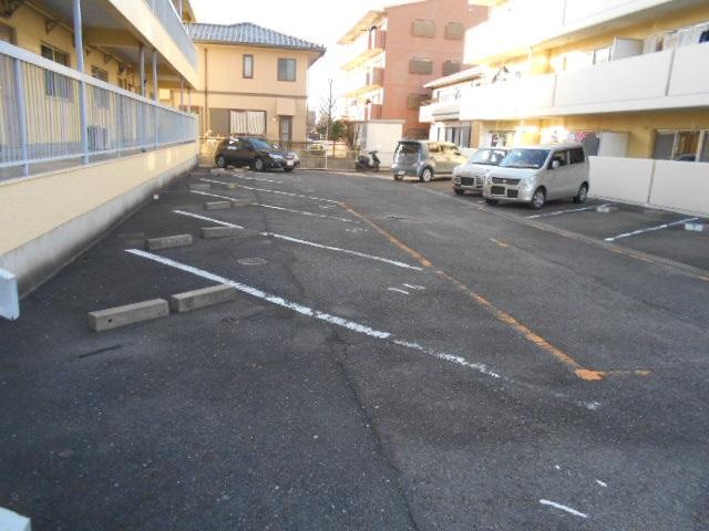大平コーポラスⅡ 106号室の駐車場