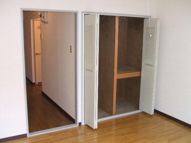 サープラスワンさくら 206号室の収納
