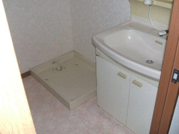 ソレアード中央 305号室の洗面所