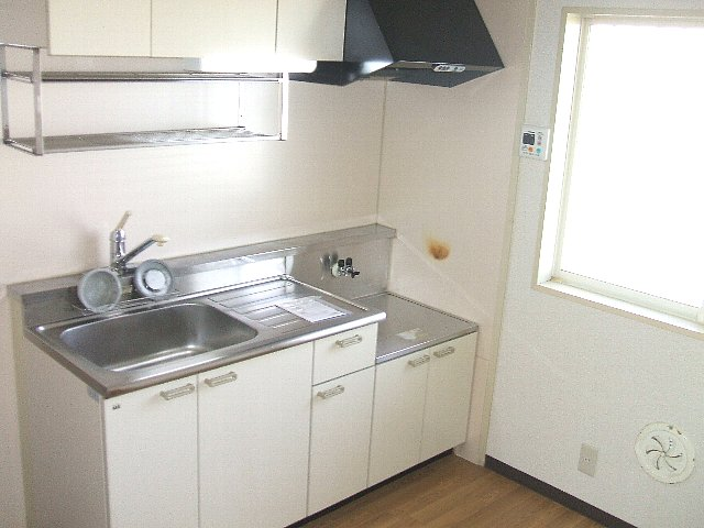 レジデンス萱場B 203号室のキッチン