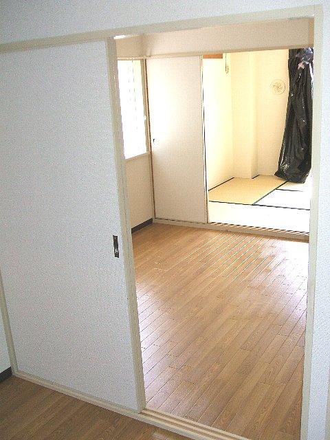 レジデンス萱場B 203号室のリビング
