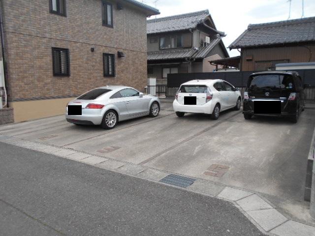 パラシオン 201号室の駐車場