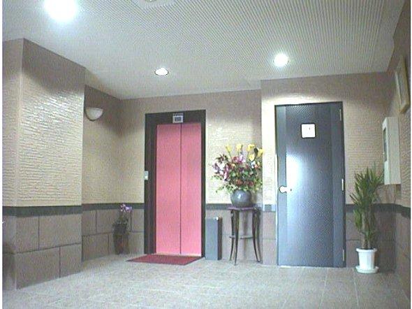 メゾンア・ラ・モード 201号室のエントランス