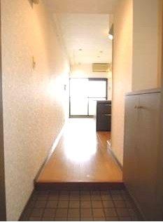 ロマネスク博多駅前 804号室の玄関