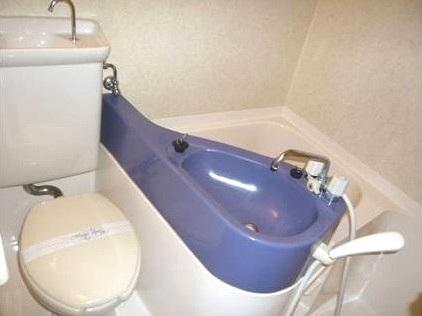 ロマネスク博多駅前 804号室のトイレ