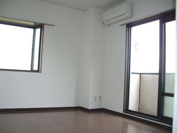 コートグランディア一ツ家 304号室のリビング