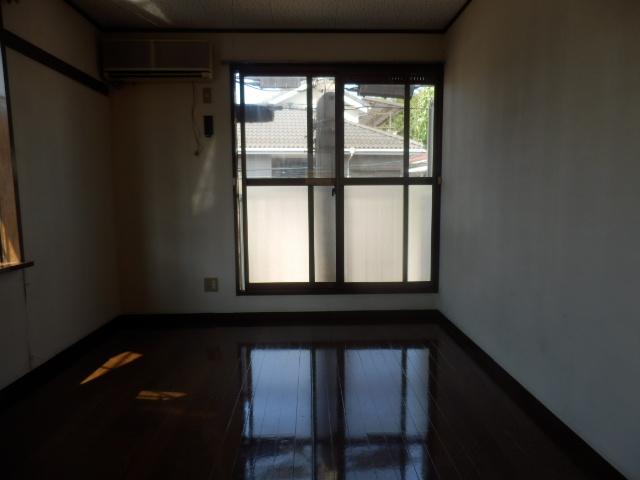 ファミーユ国分寺 201号室のリビング