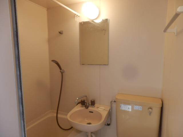 ファミーユ国分寺 201号室の洗面所