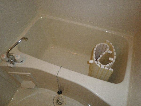 クヴェラ 102号室の風呂