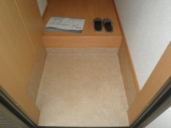 クヴェラ 102号室の玄関
