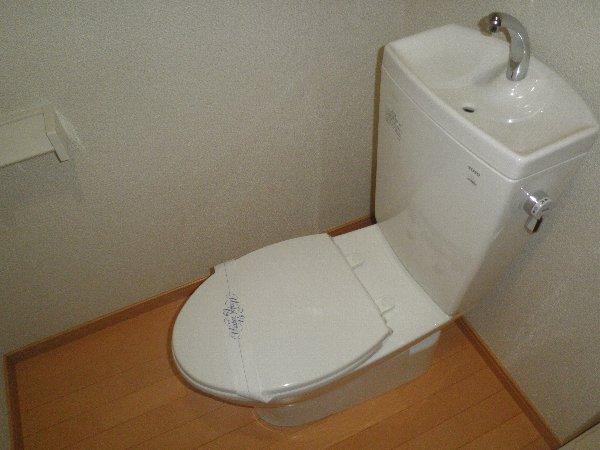 クヴェラ 102号室のトイレ